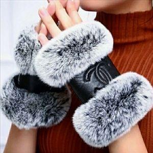 CHANEL Genuine Lambskin Leather Rabbit Fur Gloves
